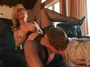 Matora učiteljica daje čas seksa svom učeniku